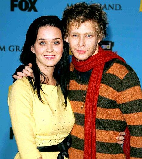 Katy Perry sufre la muerte de su ex novio Johnny Lewis