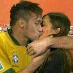 Neymar besando a la novia de Casillas